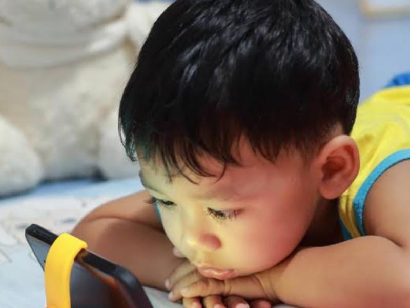 Urgen limitar uso de celulares a niños: CAPEP