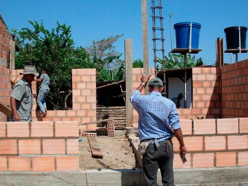Urgente reactivar construcción de vivienda