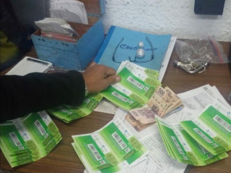 Usuario devuelve cartera con más de 10 mil