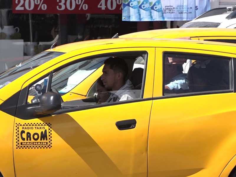 Usuarios de transporte inconformes por taxímetro en Torreón