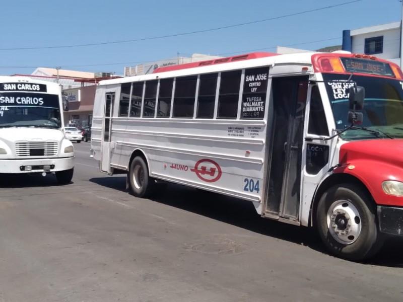 Usuarios indican que transporte público no respeta límite de pasajeros
