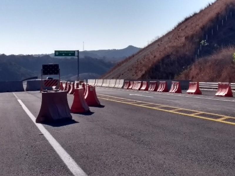 Usuarios lamentan obra inconclusa en autopista Jala Vallarta