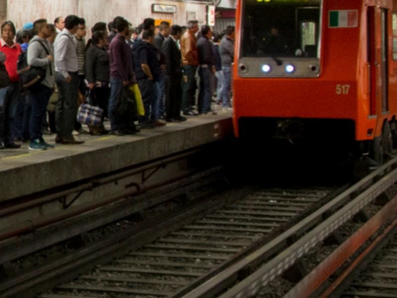 Usuarios reportan retrasos en Línea 3 del Metro