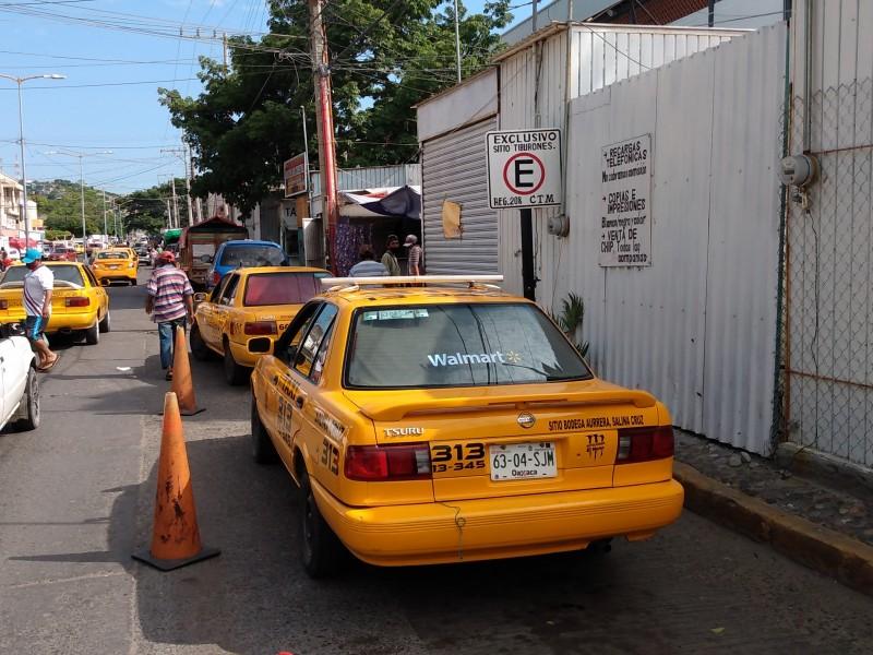 Usuarios y transportistas rechazan reubicación de sitios colectivos, Salina Cruz