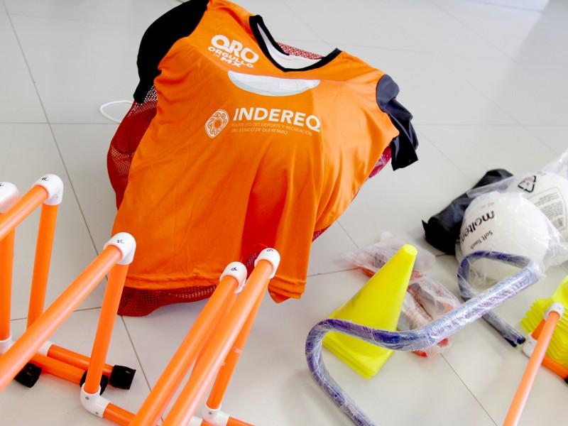 UTC recibe equipo deportivo por parte de INDEREQ