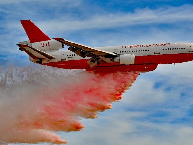 Utilizan avión lanzador de agua en incendio en Coahuila