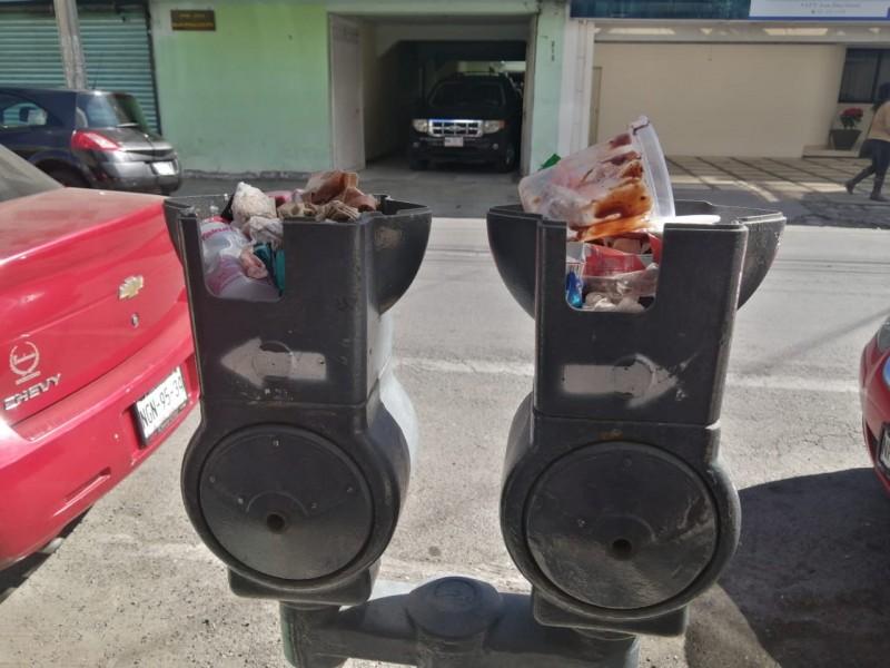 Utilizan parquímetros de basurero en Toluca