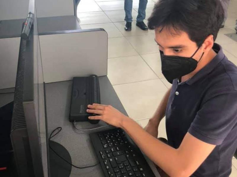 UV compra dispositivo para estudiantes con discapacidad visual