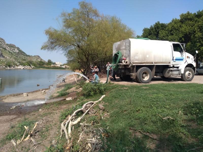 Vacían 150 mil litros de agua en laguna La Sauceda