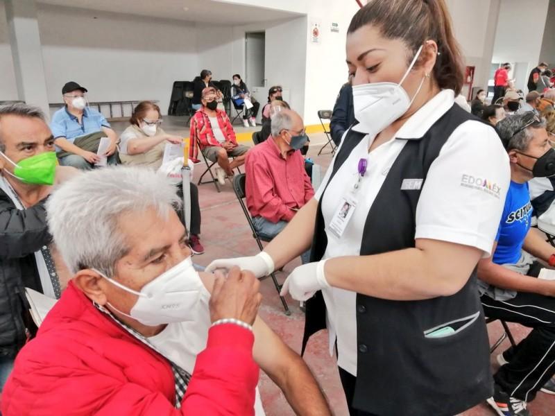 Vacunación contra COVID-19 arranca en municipios más poblados de Edomex