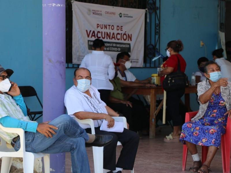 vacunan a adultos mayores en tres nuevos municipios de Chiapas
