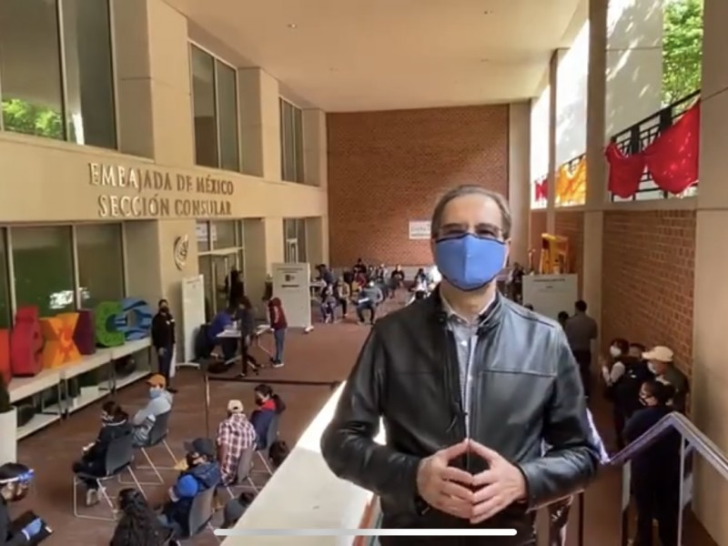 Vacunan a connacionales en la Embajada de México en EU