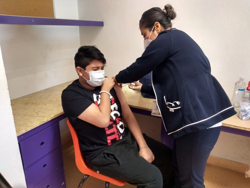 Vacunan menores contra COVID-19 en el CRIT Sonora