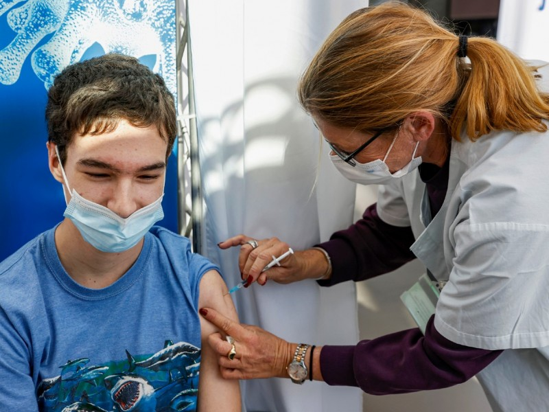 Vacunas anticovid disponibles para todos a fines de 2023