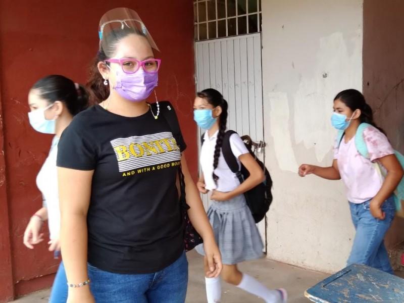 Valeria y Tammy viven la experiencia de la secundaria presencial