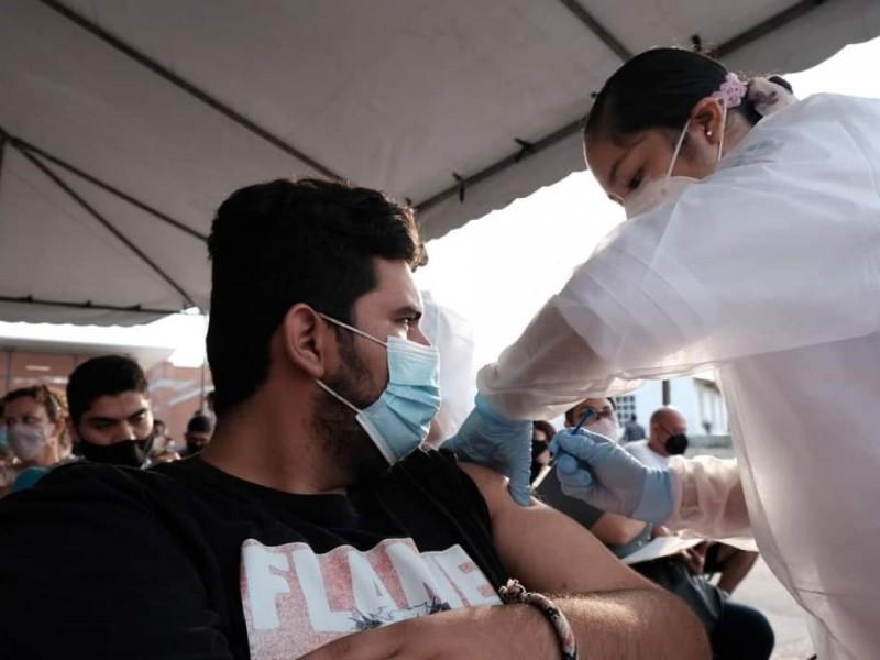 Van 3 mil jóvenes vacunados de Puerto Vallarta