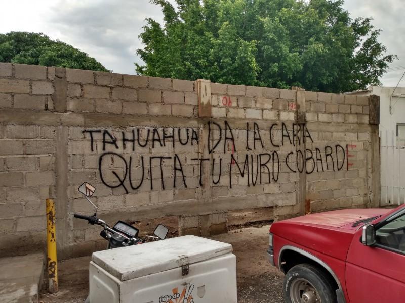 Dejaron mensaje en muro de Tránsito Estatal
