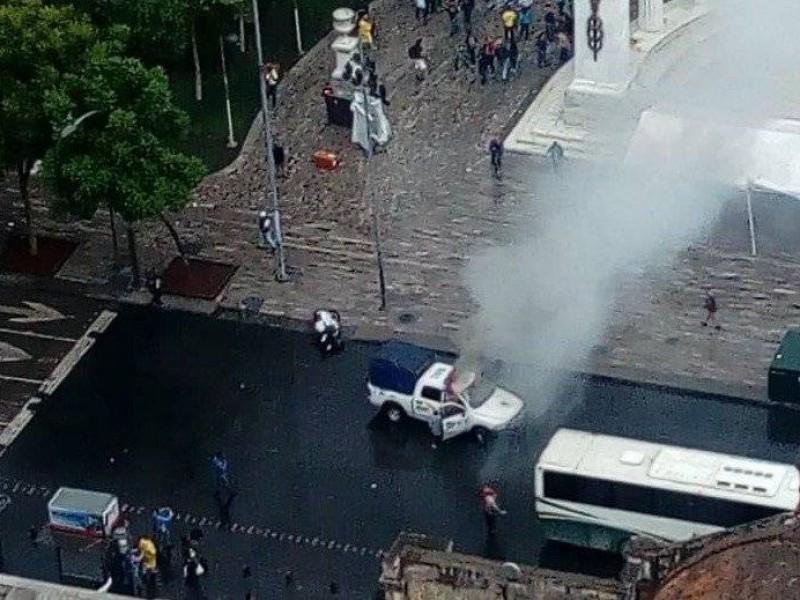 Vandalizan patrulla frente al Hemiciclo a Juárez