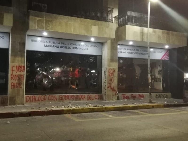 Vandalizan sede del legislativo estatal