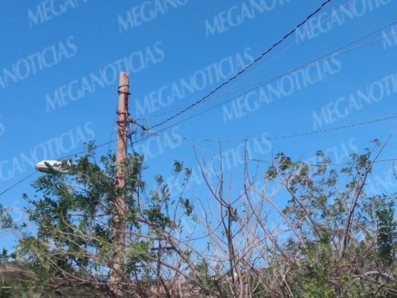 Varias colonias de Salina Cruz sin energía eléctrica