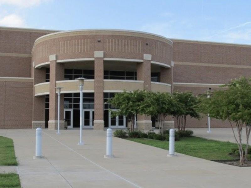 Varios heridos tras tiroteo en secundaria de Texas