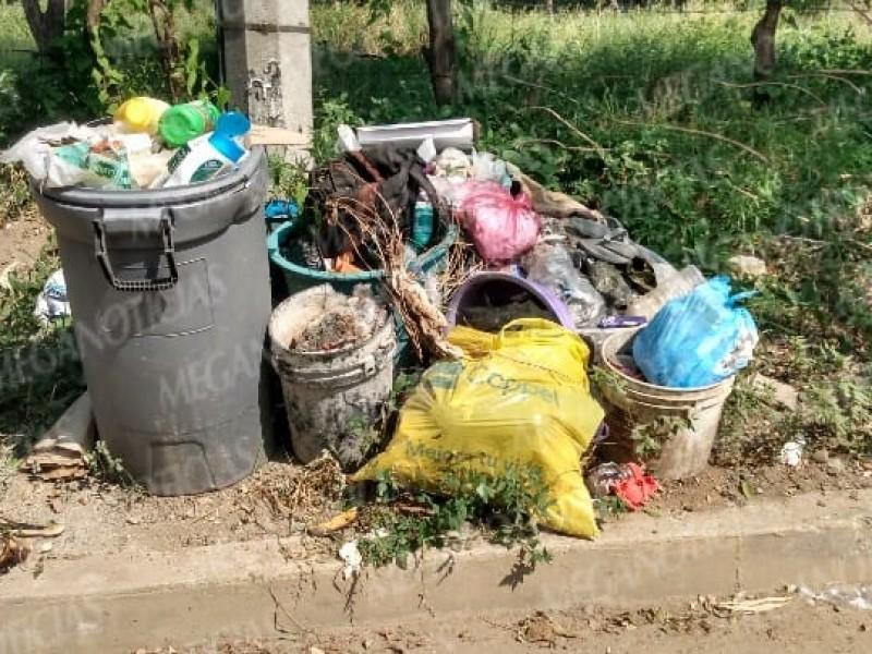 Vecinos afectados por la ausencia de unidades recolectoras de basura