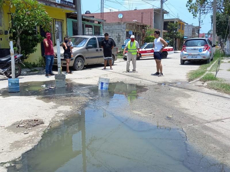 Vecinos de Framboyanes, urgen reparar fuga de aguas negras
