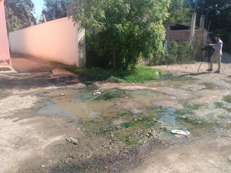 Denuncian brote de aguas negras en la 24 de Febrero