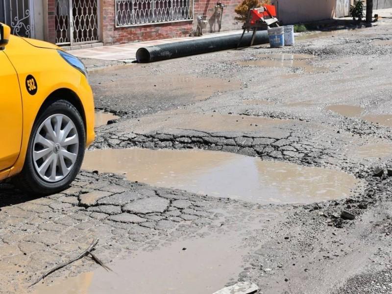 Vecinos de Loma Real se quejan por estado del pavimento