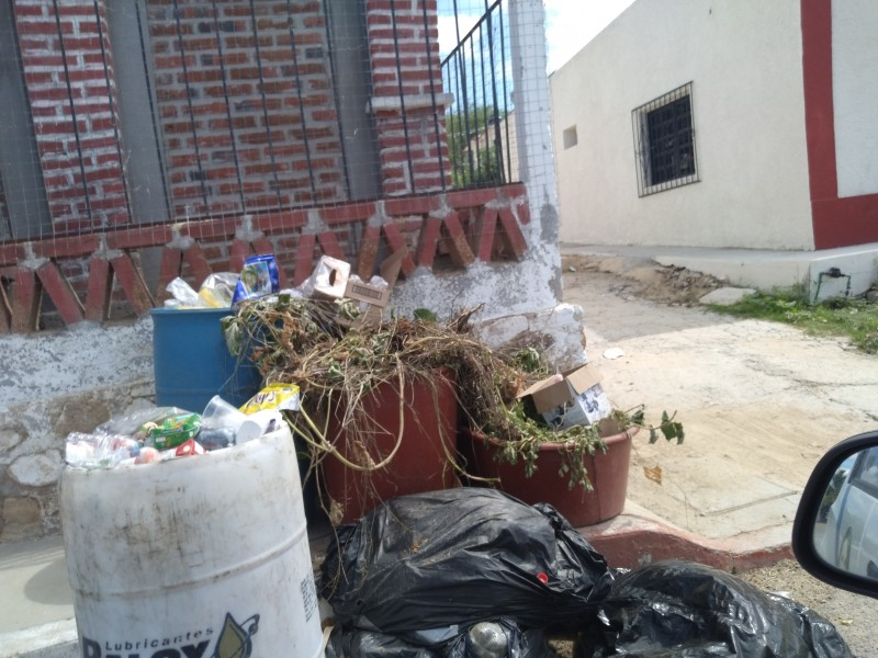 Vecinos de Santa Catarina se sienten en el abandono
