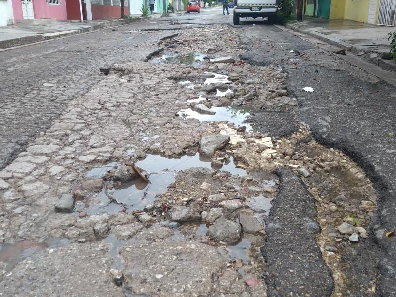 Vecinos demandan pavimentación de su calle
