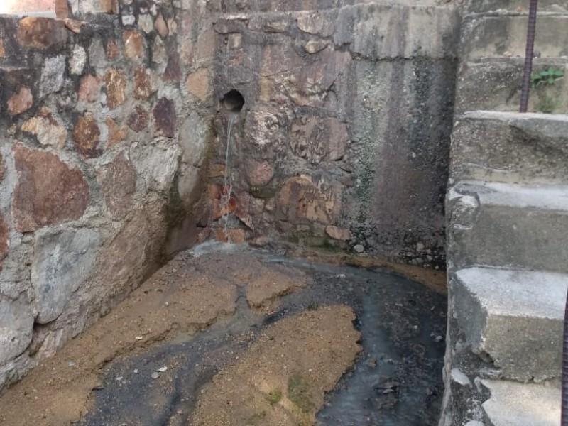 Vecinos denuncian fuga de aguas negras en Barrio Espinal
