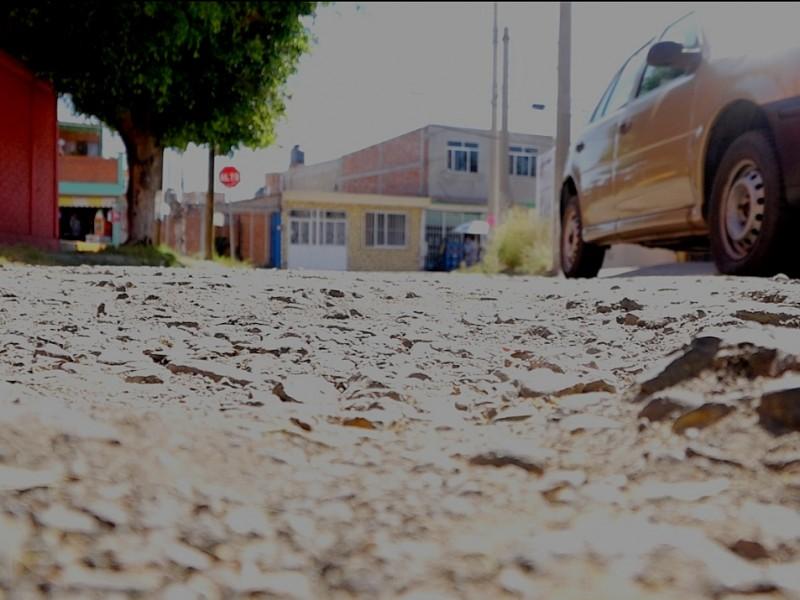Vecinos denuncian malas condiciones de calle Los Azufres