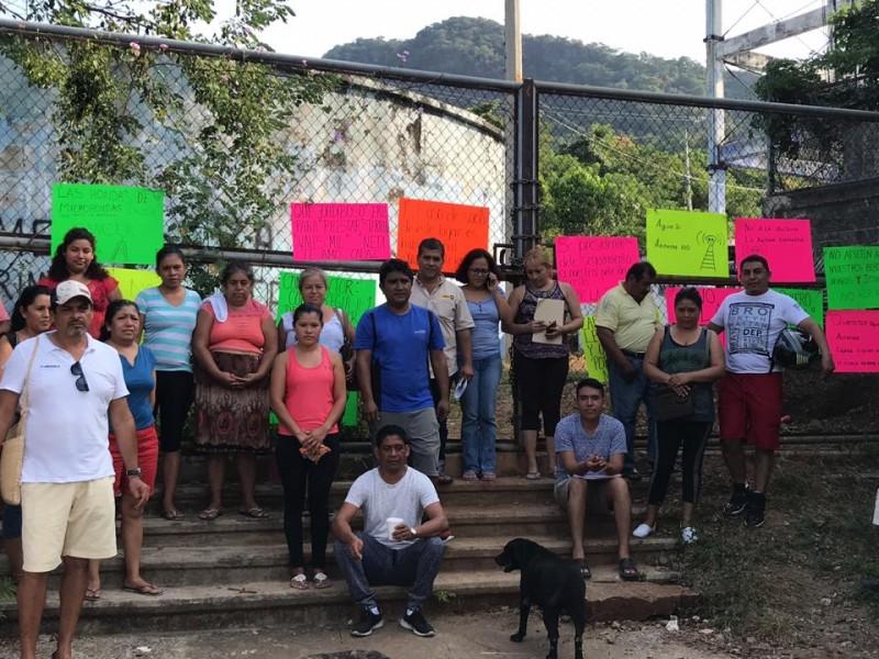 Vecinos protestan contra instalación de antena de telecomunicaciones