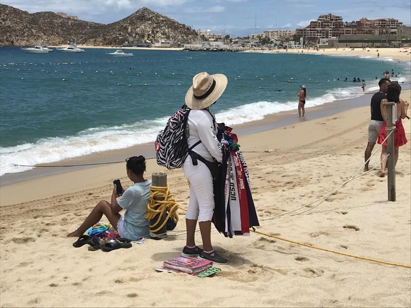 Vendedores ambulantes trabajan de forma escalonada en playas MEGANOTICIAS