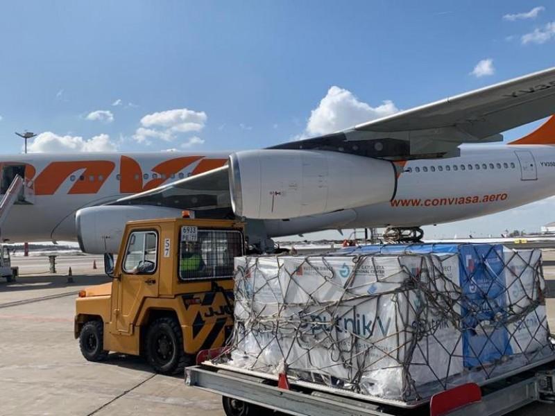 Venezuela recibe tercer lote con 50 mil dosis Sputnik V