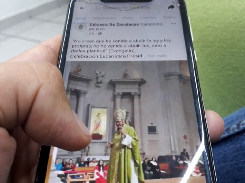 Ver misas por redes sociales vale: Obispo