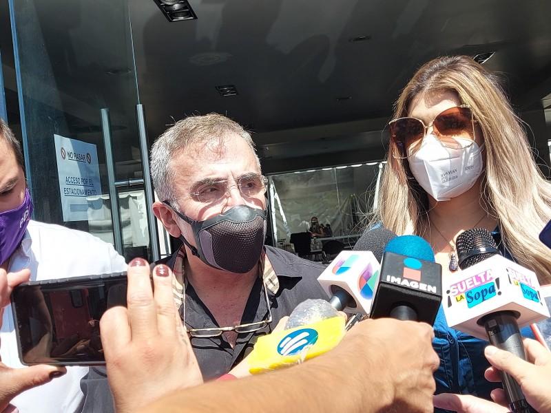 Vicente Fernández JR. y su novia registran diputaciones locales