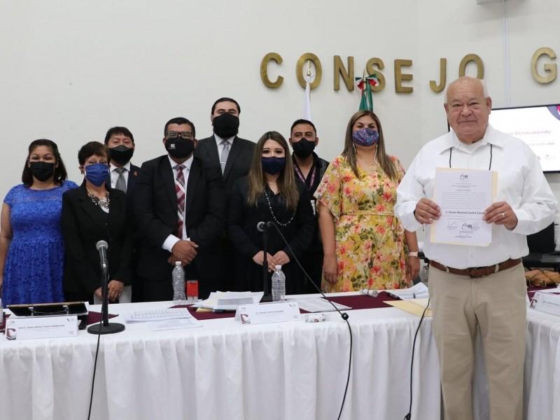 Victor Castro recibe constancia de mayoría por parte del IEEBCS