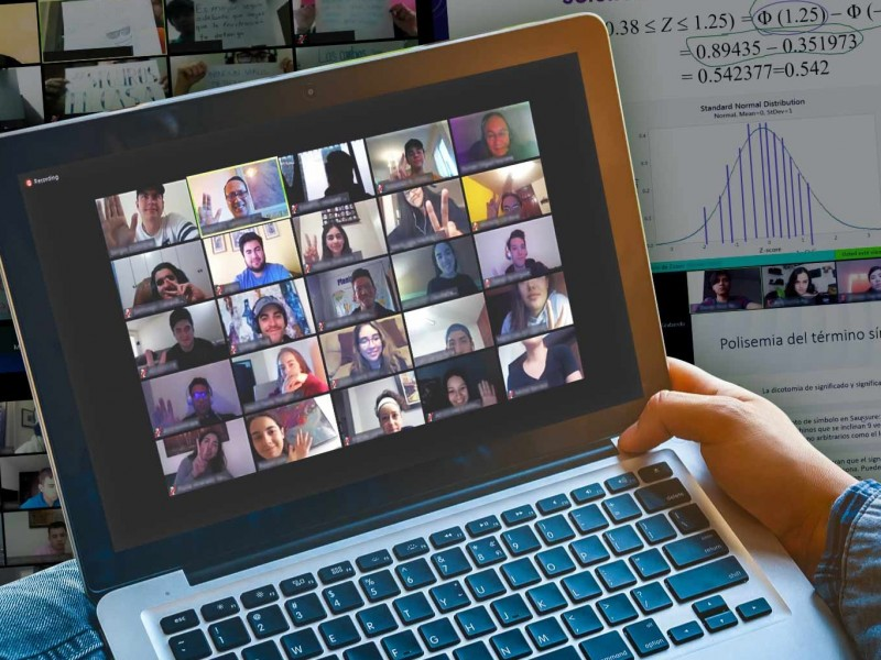 (VIDEO) A gritos profesora pasa lista en videoclase
