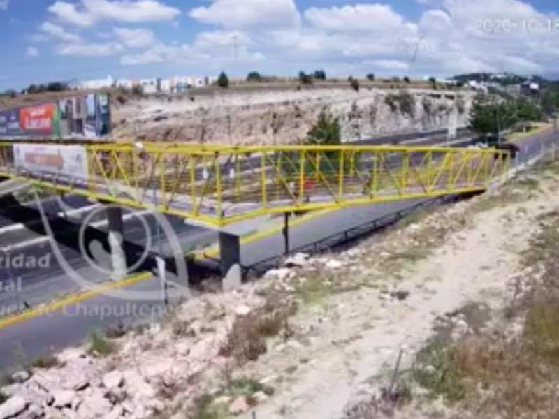 (VIDEO) Asaltan a mujer en puente peatonal de Periférico Ecológico