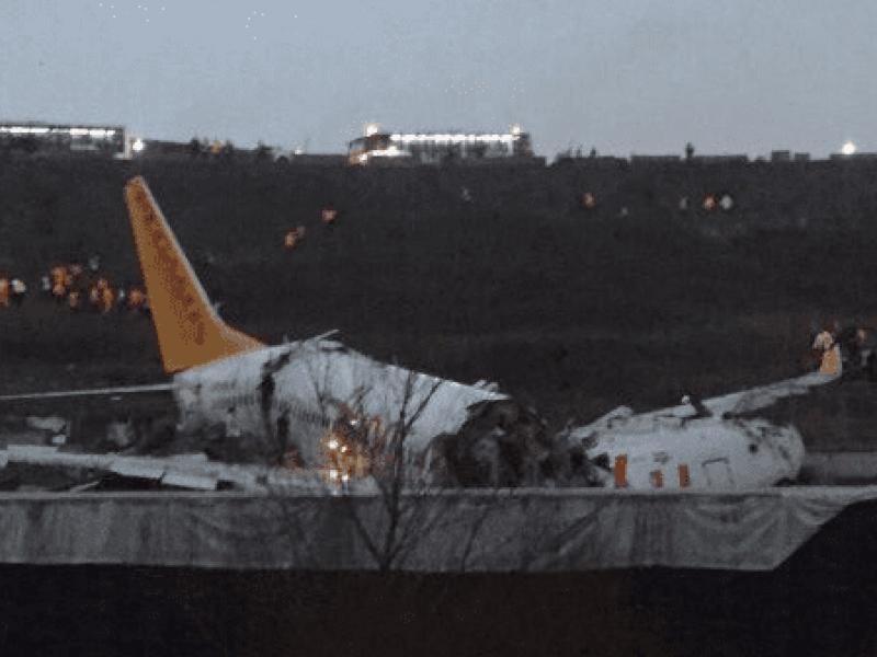 Video: Avión se parte tras aterrizaje fallido en Turquía