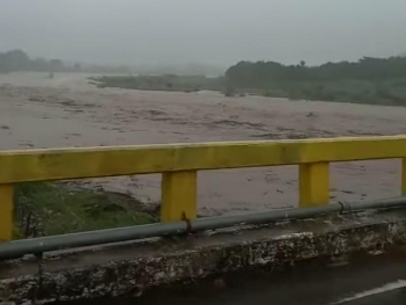 VIDEO: Graban y advierten crecida de Río Acaponeta desde Huajicori