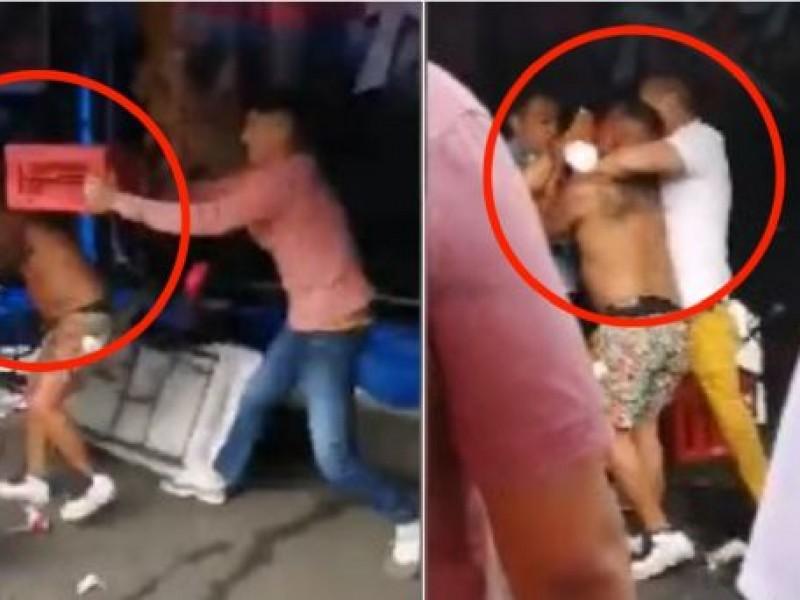 Video: Se arma pelea campal en chelería de Tepito