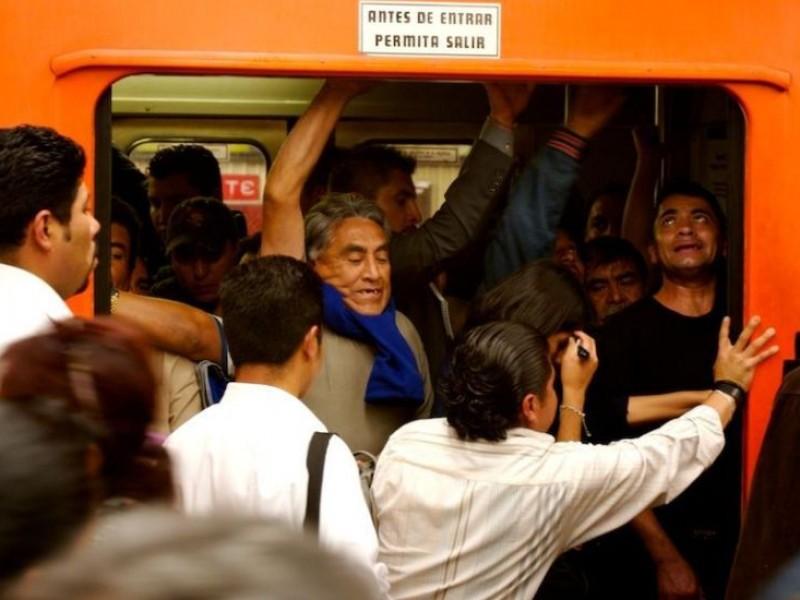 Video: Usuarios hacen ola en Metro Garibaldi