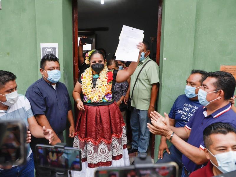 Vilma Martínez recibe constancia de mayoría por elección en Tehuantepec