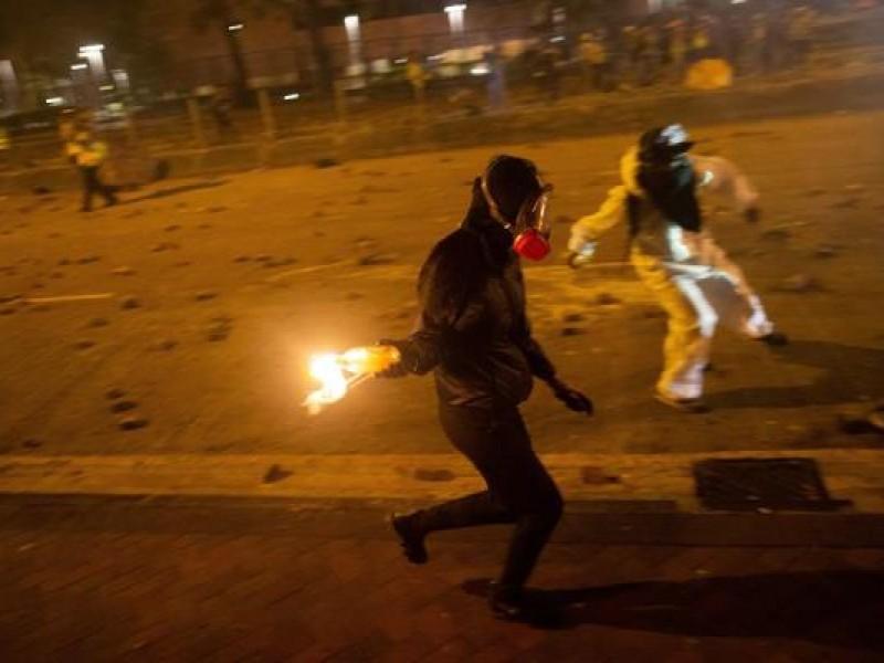 Violento intento de desalojo en Hong Kong