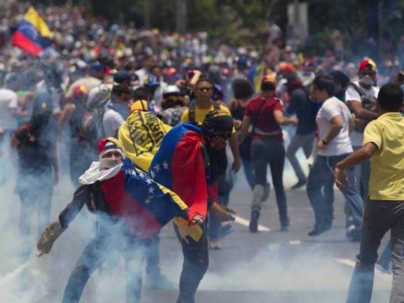 Violento enfrentamiento en Venezuela entre militares y opositores