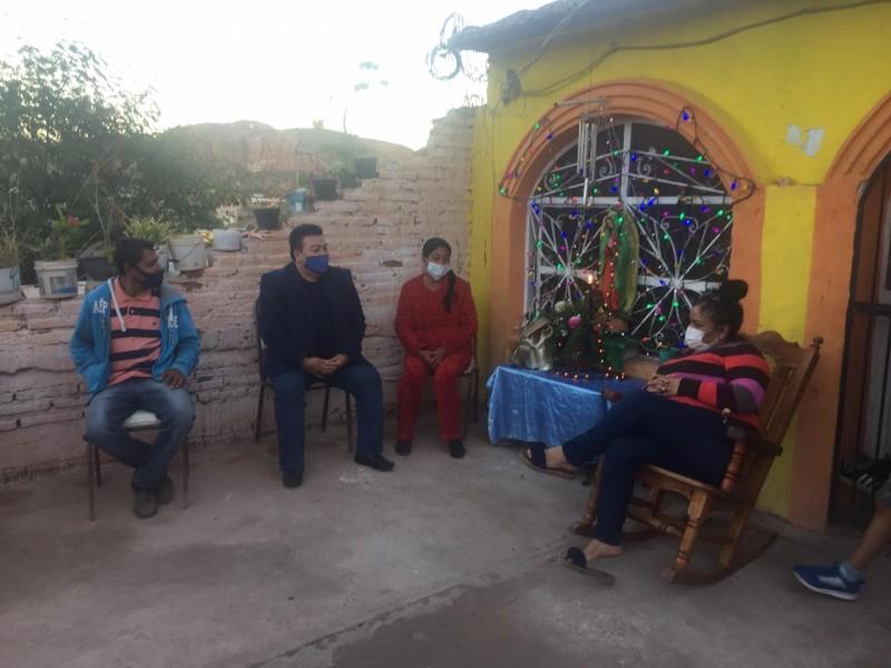 Visita Rodolfo Lizárraga a vecinos de San Vicente