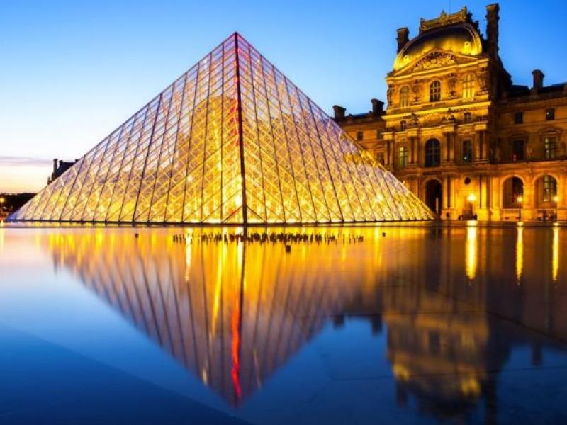 Visitas al Louvre caen 72% en un año